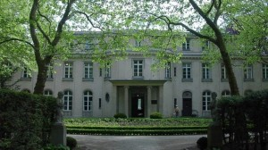 800px-Wannsee_Conference_Villa_picture_4589-e1400857586684-635x357
