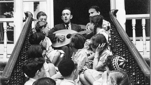 In 1938, the Schlesingers opened a hostel in London to care for Jewish children from Berlin