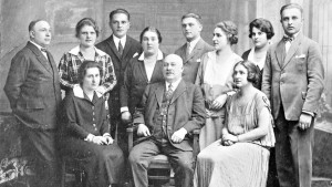 Undated photo of the Singer family. Grete is standing third from right