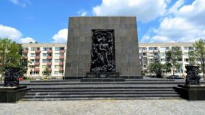 monument_to_the_ghetto_heroes_in_warsaw_05-635x357